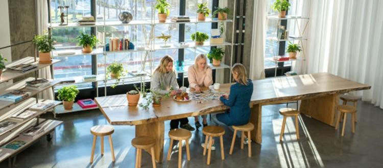 為了加州風情,&Other Stories 在洛杉磯也找找了一個辦公室0